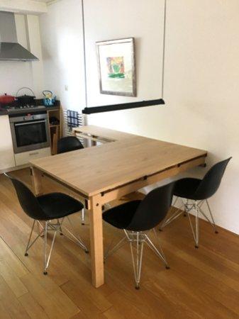Zo biedt de tafel ruimte voor 4 personen