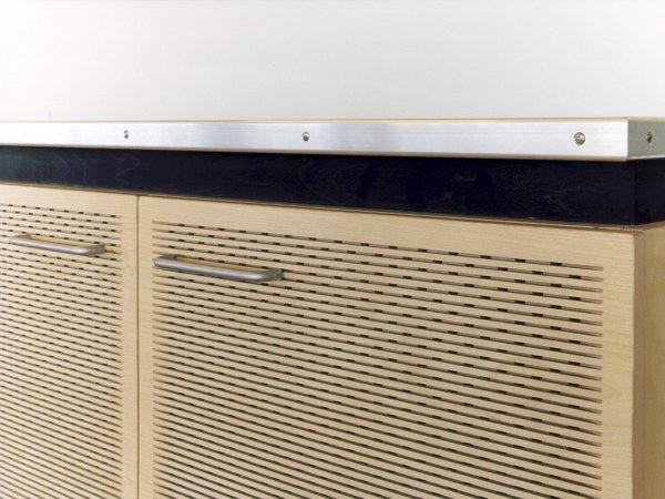 Randafwerking dmv een afgeronde aluminium strip