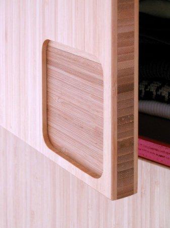 De bamboeplaat is opgebouwd uit drie lagen die behalve functioneel ook decoratief werken