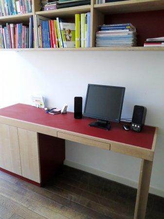 Een bureau dat in de diepte weinig ruimte inneemt…