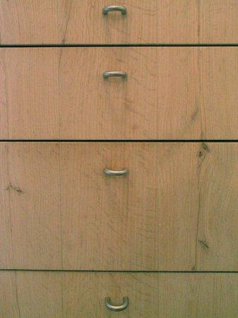De tekening van het hout loopt verticaal door