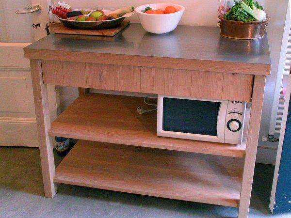 Bijpassend 'tafelkastje' met 2 laden en een RVS werkblad, afmetingen l1200 x h940 x d500 mm