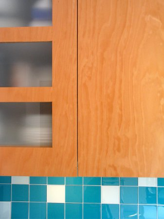Een aantal deuren zijn voorzien van matglazen ruitjes