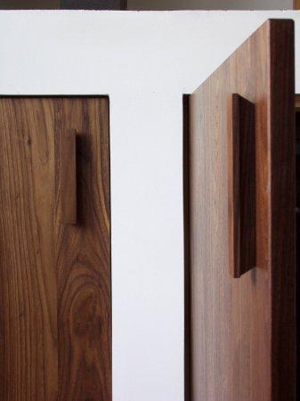 Handgrepen van hetzelfde materiaal als de deuren