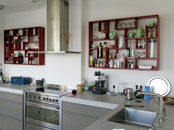 Twee speelse elementen in deze verder zo strakke keuken