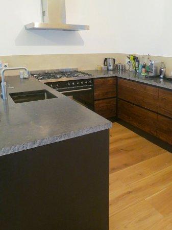 …en aan de keukenkant de gootsteen, afmetingen blad b2250 x d900 mm