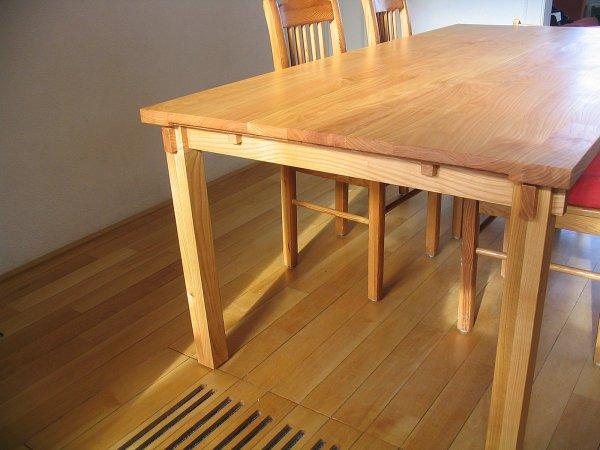 Door uitschuifbare delen is de tafel...